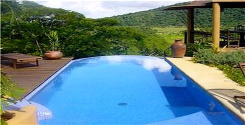 Piscinas total lujo y confort en piscinas jacuzzis for Paisajismo para piscinas