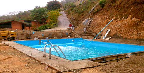 Piscinas total lujo y confort en piscinas jacuzzis for Modelos de piscinas en fincas