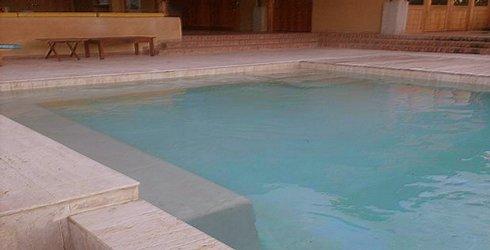 Piscinas total lujo y confort en piscinas jacuzzis for Materiales para construir una piscina